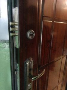 врезка замка в металлическую дверь мастер