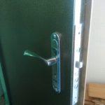 поменять замок в железной двери