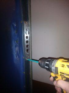 поменять замок в металлической двери белгород