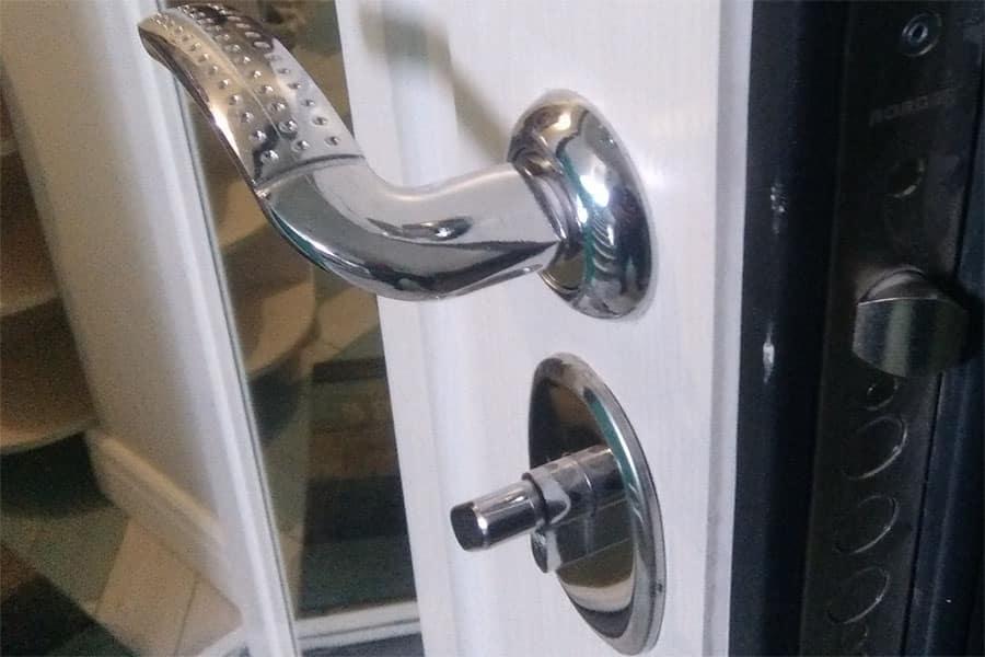 Как отремонтировать входную металлическую дверь