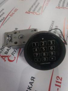 вскрытие сейфа с электронным замком-min